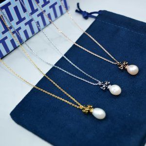 Tory Burch Glossy Logo Pearl Short Necklace